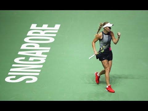 2017 WTA Finals Round Robin | Simona Halep vs. Caroline Wozniacki | WTA Highlights