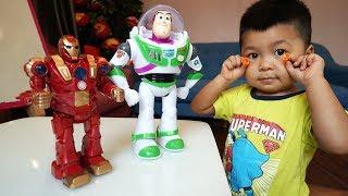 Trò Chơi Bé Bắp Đi Tìm Siêu Nhân Robot Đồ Chơi Trẻ Em ♥ CreativeKids ♥