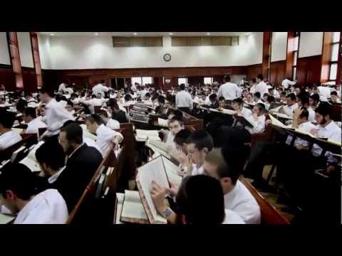 'Vehi Sheamda' - Chief Rabbi's Message featuring Yaakov Shwekey - With Subtitles