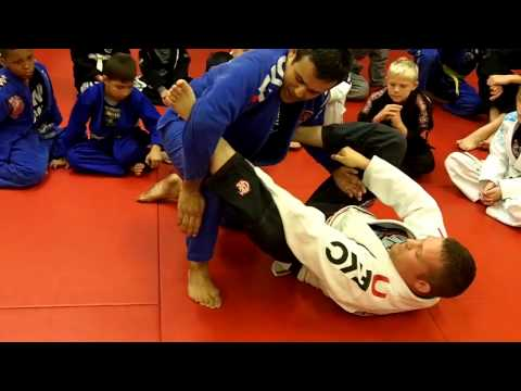 Jiu Jitsu Techniques - Passing The Spider Guard Image 1
