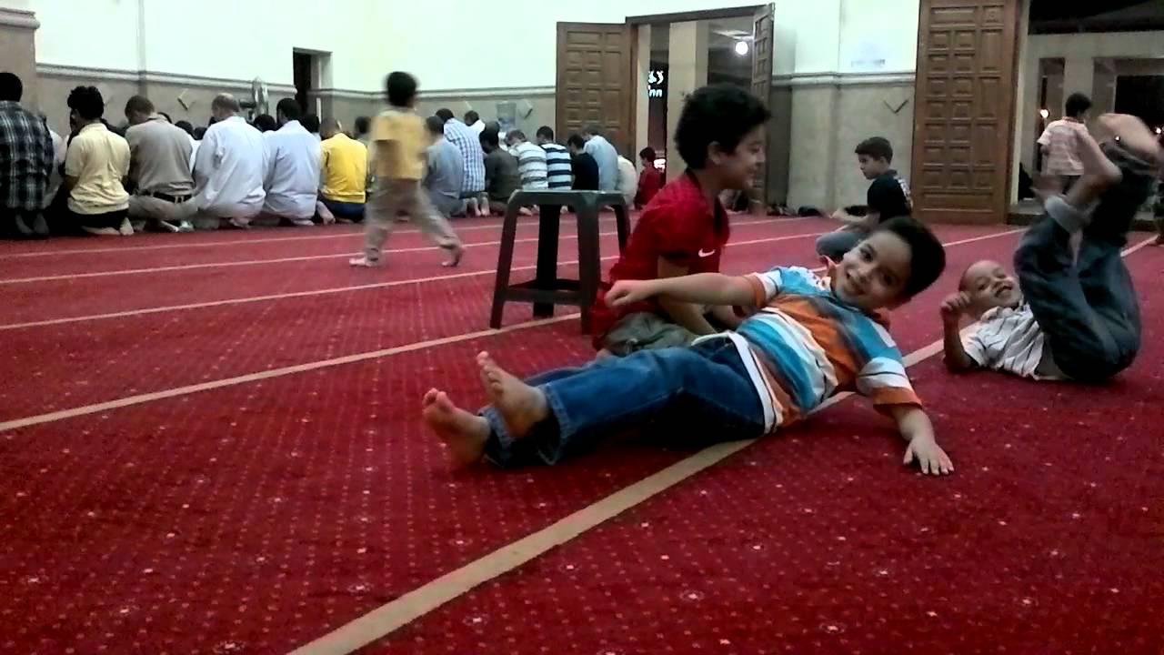 دخول الأطفال المسجد بين الجواز والمنع