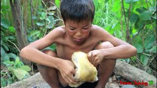 Primitive Technology - Eating delicious - Cooking chicken and eggs on a rock