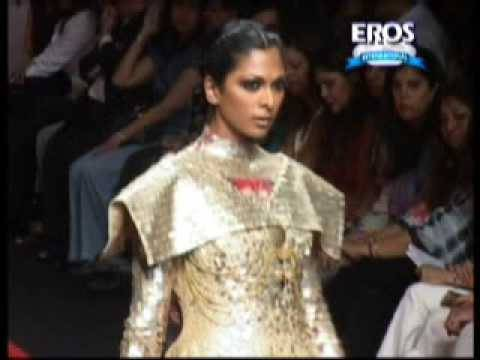 Kareena Saif Deepika Manish Malhotra at Lakme Fashion Week Video