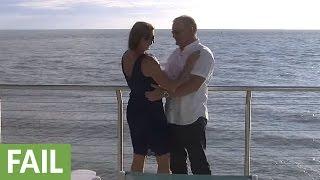 بالفيديو: رجل يفشل فى تقديم خاتم الخطوبة لحبيبته