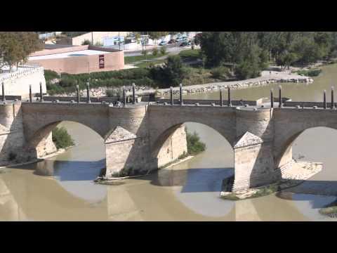 El Ebro guarda silencio al pasar por el Pilar