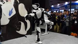【国際ロボット展】トヨタの人型ロボット「T-HR3」デモ(3/4)