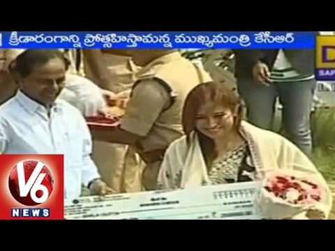 CM KCR awarded cash to Common Wealth Games medalis...