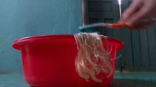 Cách làm mượt tóc cho búp bê Barbie