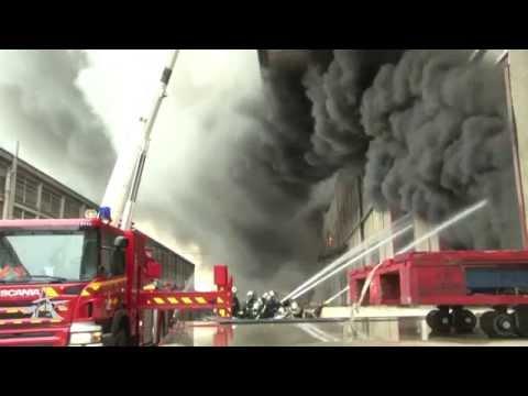 Violent feu d'entrepôt à La Courneuve