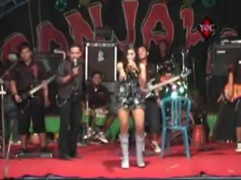 Nourma Si Sinden Sexy Berat (Ngangkang dan Pamer CD).mp4