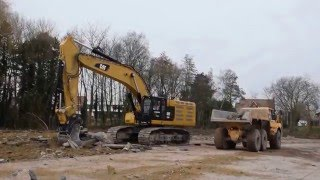 Big Caterpillar 374F excavator of Devagro with special Pladdet demolition bucket