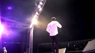 Stonebwoy reacts to people making fun of his leg at Pulse Turnup Concert