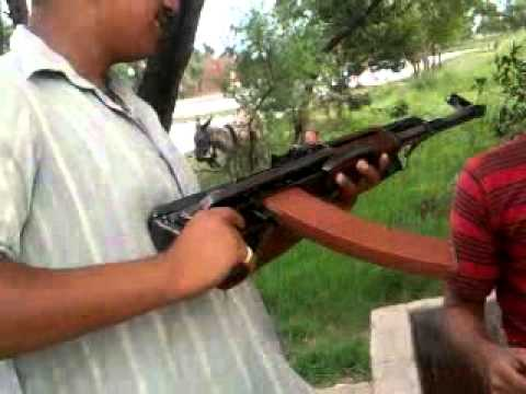 pakistani boys fighting with guns