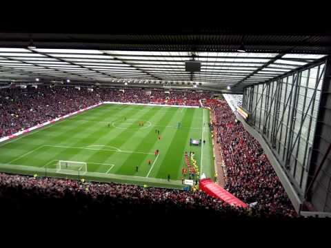 Manchester United's Team and Ryan Giggs entering Old Trafford's pitch
