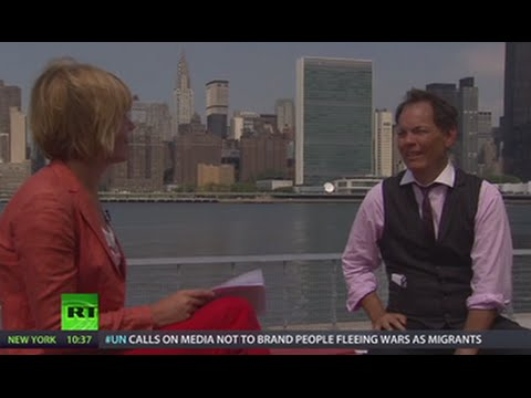 Keiser Report: 'Crack now, pay later' (E805)