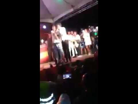 Gully Bop Run Beenie Man Off His Stage - Lool [ MUST SEE ]