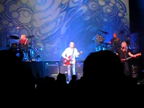 "ムーディーブルース:Moody Blues ""Voice"" Portland in 2011"