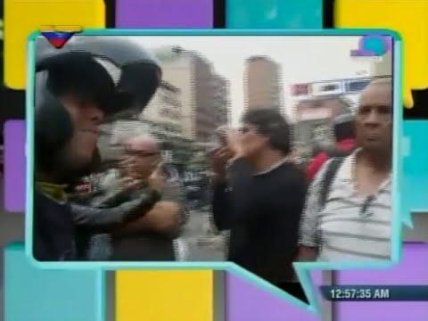 Motorizados dan clase de democracia a guarimberos opositores en Chacao