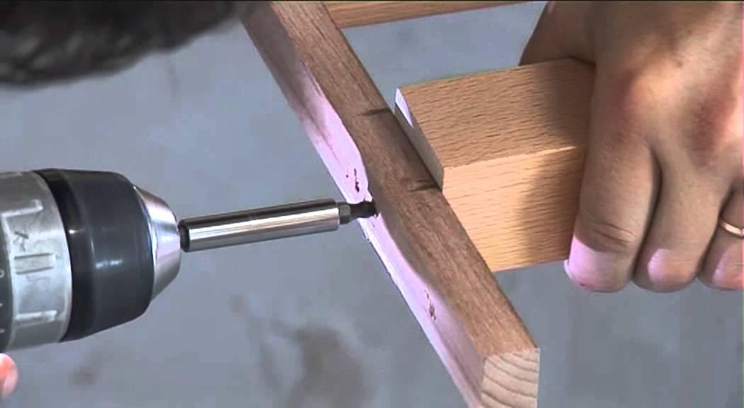Montage de balustres tourn s pour un garde corps en bois for Garde corps pour fenetre