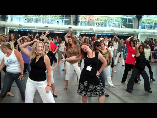 Flash Mob Dance at BlogHer'11 San Diego.mp4