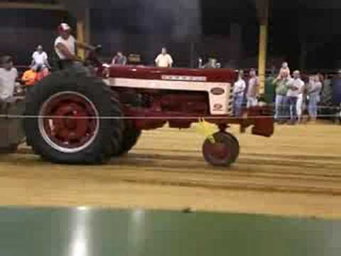 Farmall 560 Tractor Pull Chatsworth GA SEPT 08 Video