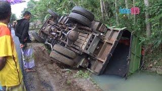 Tragedi Kecelakaan Truk Angkut Aspal Hotmix Terperosok Masuk Sungai - bioz.tv