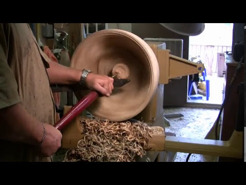Turning a wood bowl from green wood