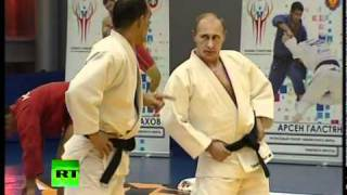'Judo Knight' Putin shows off martial arts skills in wrestling bout