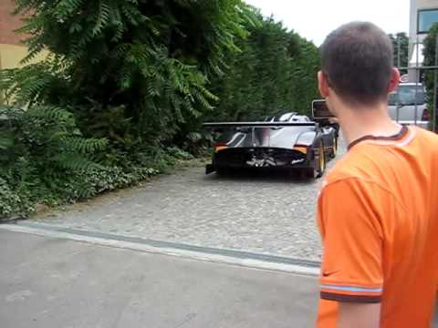Pagani Zonda R - first time on street