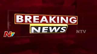 హైదరాబాద్ లో నడిరోడ్డు పై ఒక వ్యక్తిని గొడ్డలితో నరికి చంపిన దుండగుడు | NTV