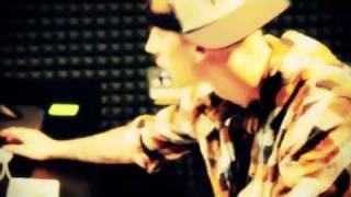 Watch Juicy J Boat Load Inhale Ft Machine Gun Kelly video