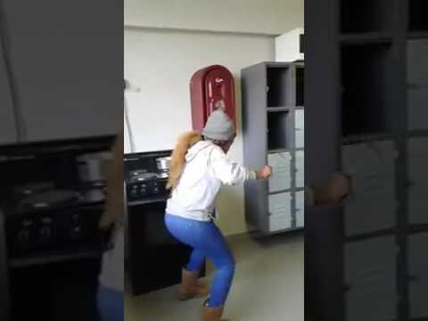 Memeza naughty mzansi girls dance moves thumbnail
