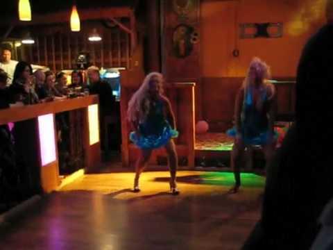 yökerho saattajat tanssi