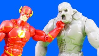 Flash Speedster Batter + Marvel's Beast Vs. Maestro And Power Rangers Red Ranger Mega Battle