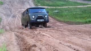 UAZ in sand 1