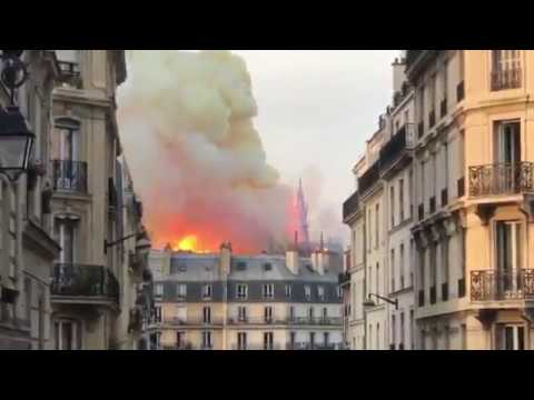 תיעוד: שריפת ענק בכנסיית נוטרדאם בפריז