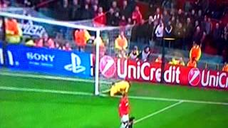 ball boy falls over board in manchester united vs real Madrid game