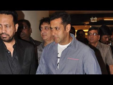 MUST WATCH: Fans Fo Crazy As Salman Khan Screens 'Dabangg 2'