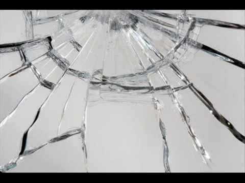 Mide bulandıran çınlama sesi = http://www.youtube.com/watch?v=4mfg3_dVVaU Cam kırılması. cam sesi cam kırılması cam kırmak �ıngırtı u�ultu çisilti cam sesleri kırılmak kırılma...