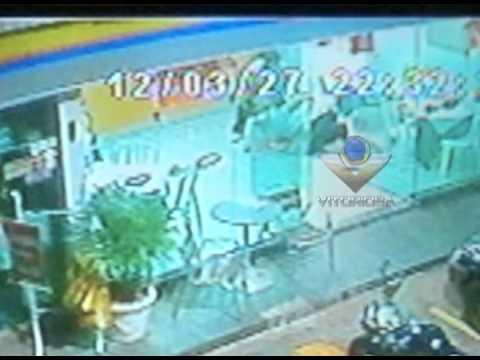 Assaltante rouba pizzaria e atira em cliente