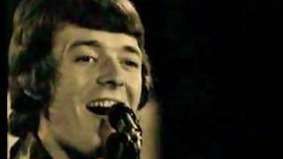The Hollies - Bus Stop (1966 Live)