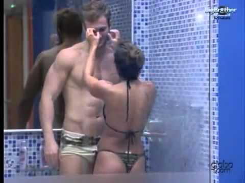 BBB11: Wesley tomando banho de pau duro com Maria