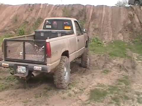 90-94 chevy boggers climbin hills 2wd - YouTube