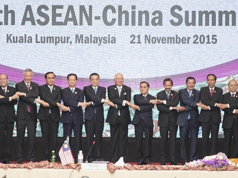 Highlights of Chinese Premier Li Keqiang's second day in Malaysia