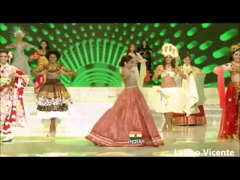 Actress Priya Warrior first Live   Priya Prakash Varrier के Viral Video