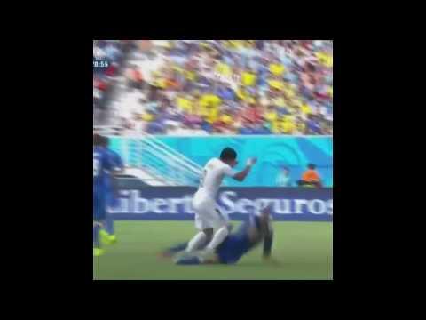 Luis Suárez muerde Giorgio Chiellini Partido uruguay vs Italia Mundial 2014