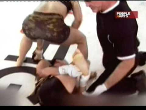 Violenta quebrada de pierna en torneo de artes mixtas de mujeres.mpg