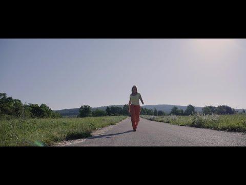 Géczi Erika - Soha nem adom fel (Official video)