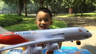 Sizo – Bóc Đồ Chơi Máy Bay AIR BUS A380 Siêu To Khổng Lồ| Đồ Chơi Trẻ Em| Sizo ToysReview TV
