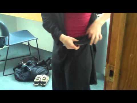 ¿Por qué el elenco enseña los calzones?